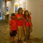 152 Michelle Santoso with her mom and Brother _I like the museum because it has many features
